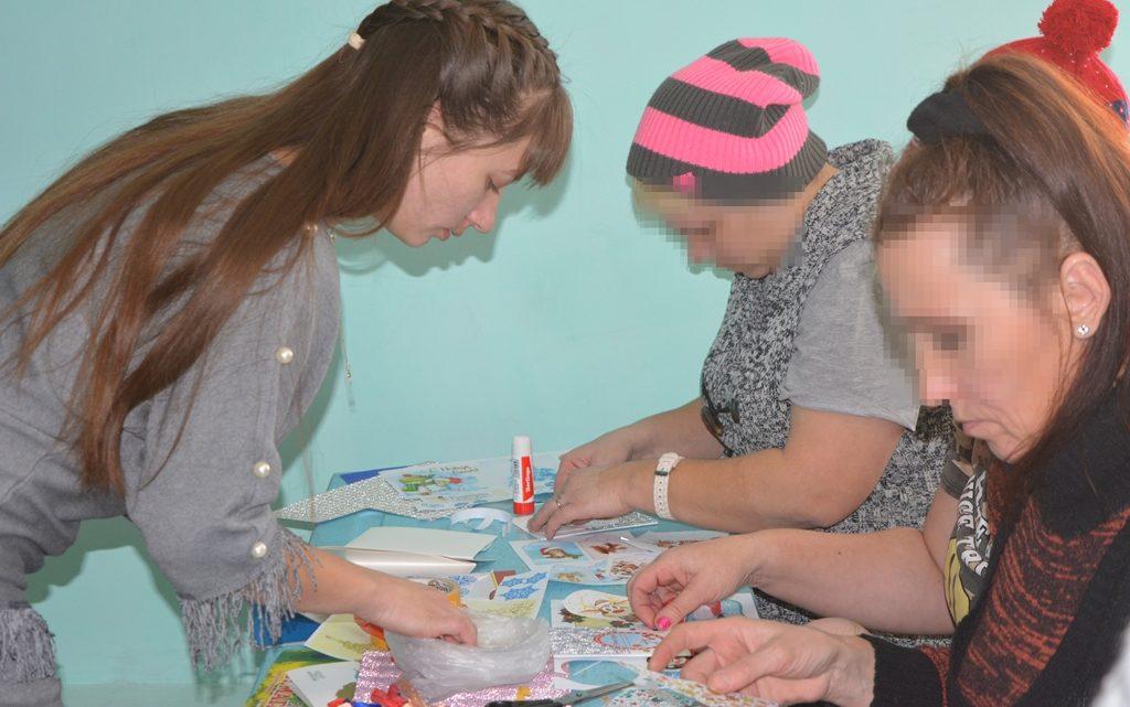 Женщины, отбывающие наказание в участке колонии-поселения при ИК-1 ОФСИН России по Республике Алтай, изготовили новогодние игрушки
