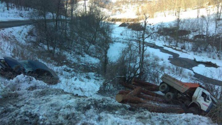 Пьяный водитель иномарки протаранил КАМАЗ недалеко от Черги