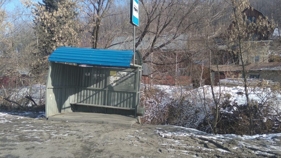 Активисты ОНФ добиваются приведения в порядок автобусных остановок на улице Колхозной в Горно-Алтайске