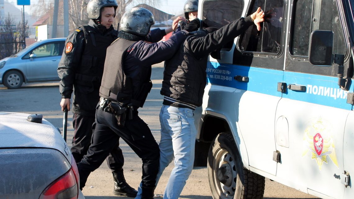 В Республике Алтай в преддверии Дня войск национальной гвардии корреспондет газеты на один день стал Росгвардейцем