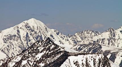 Группу туристов из Новосибирска накрыло лавиной в горах в Кош-Агачском районе