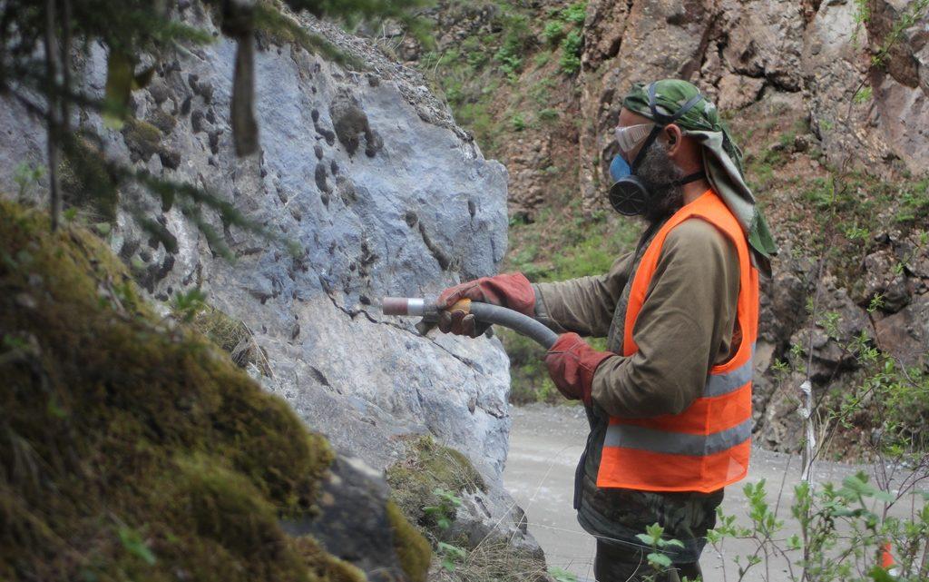 Завершилась волонтерская акция по очистке скал от надписей