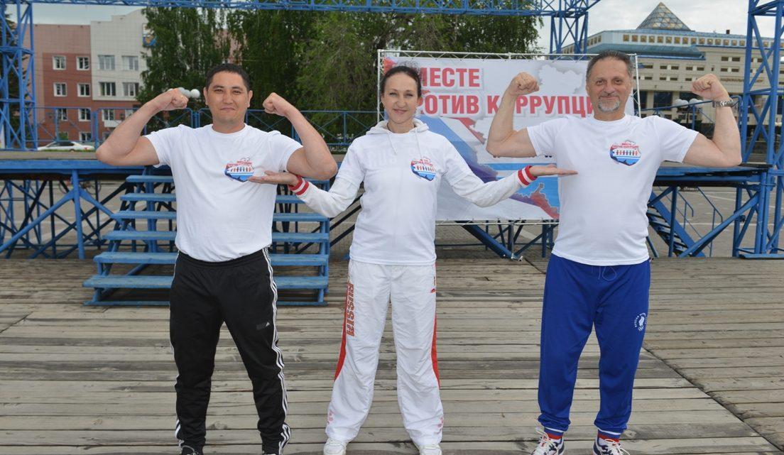 Более 200 человек приняли участие в зарядке с чемпионами в Республике Алтай