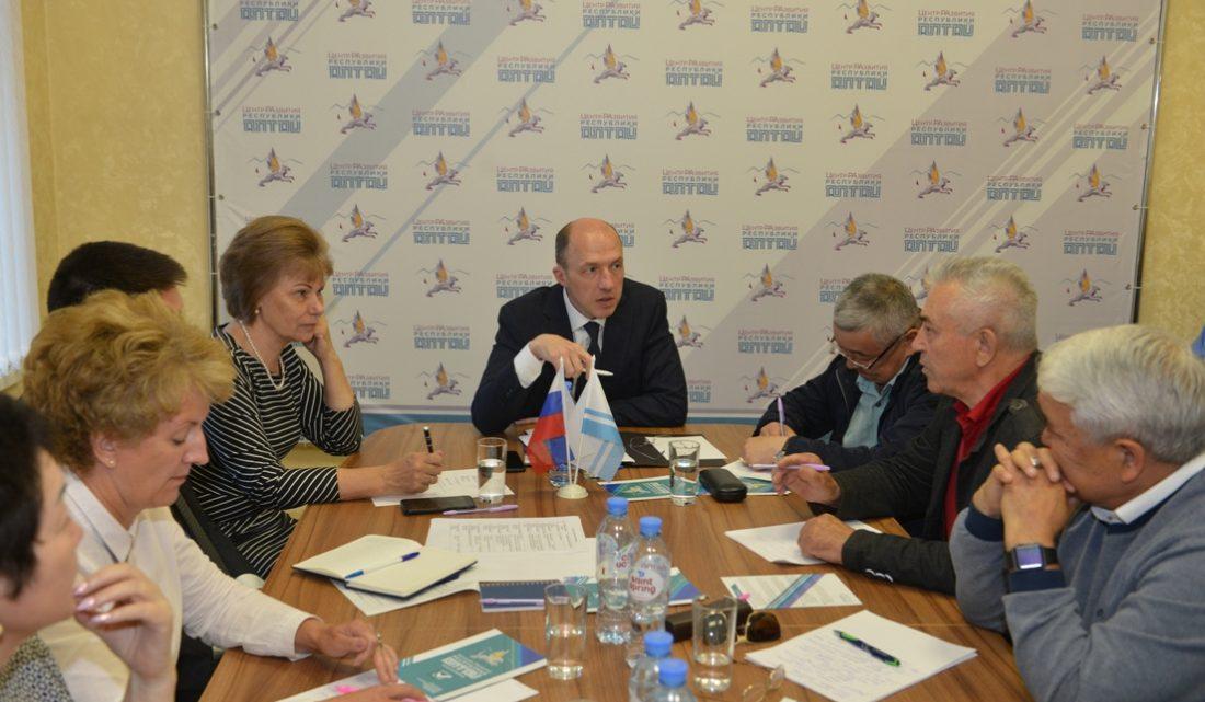 Олег Хорохордин предложил провести общенародный опрос по стратегии развития региона