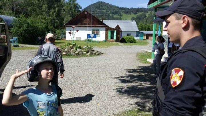 Акция «Прокачай лето с Росгвардией» прошла в оздоровительном лагере  «Черемушки» Республики Алтай
