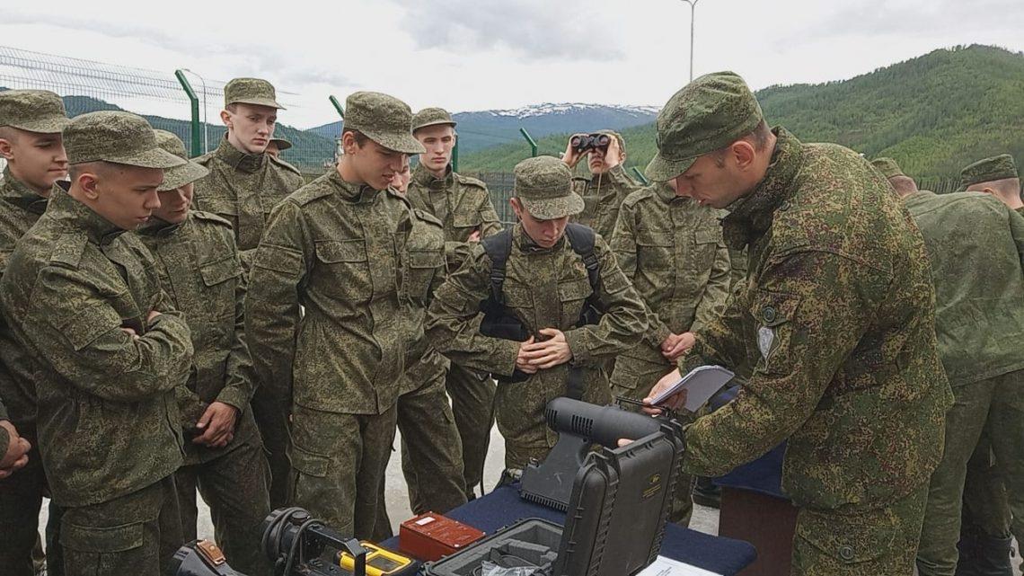 Школьники из Кемеровской области посетили пограничную заставу в Горном Алтае