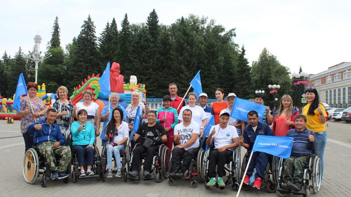 Участники Парафестиваля отправились в автопробег на Телецкое озеро