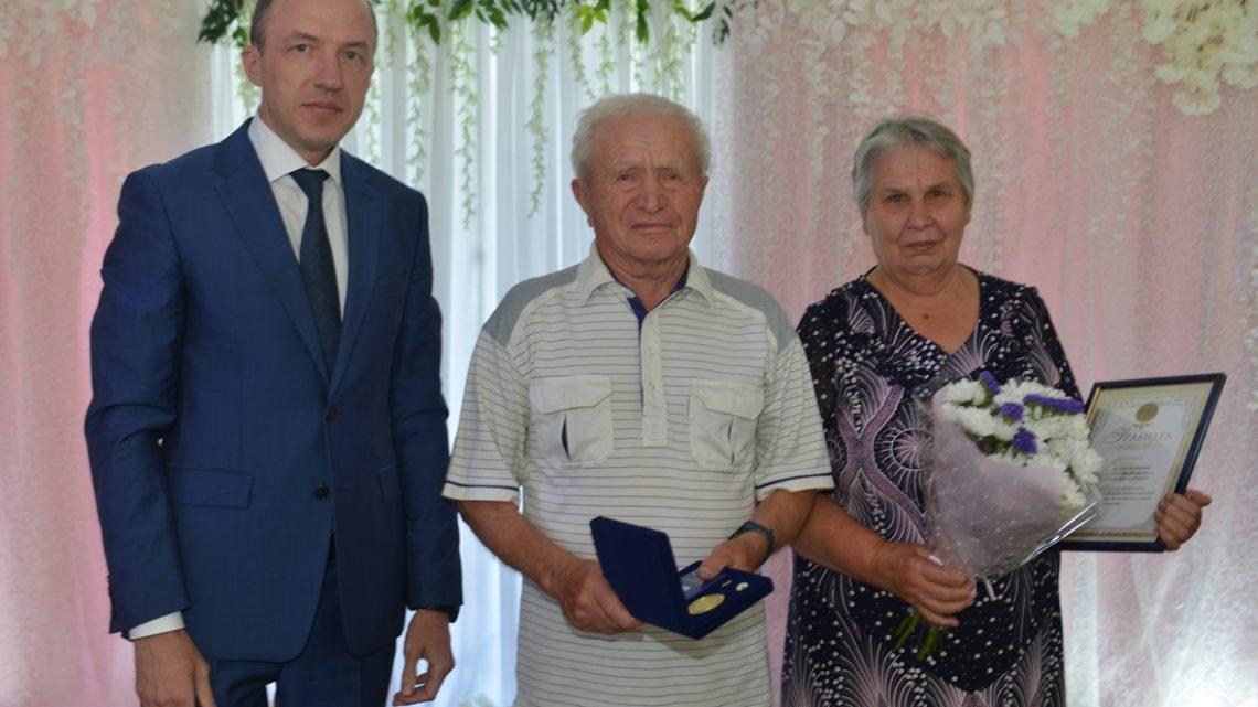 Олег Хорохордин поздравил супружеские пары с Днем семьи, любви и верности