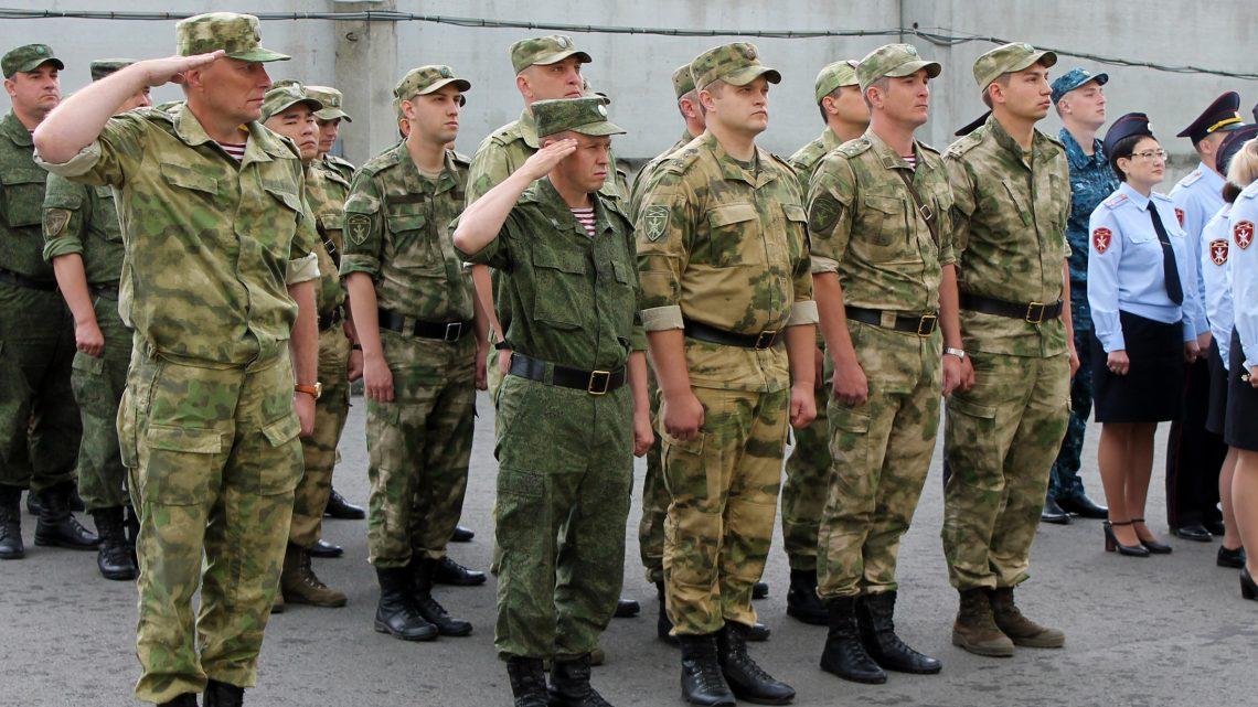 В Управлении Росгвардии по Республике Алтай состоялось торжественное построение личного состава, приуроченное ко Дню Государственного флага Российской Федерации