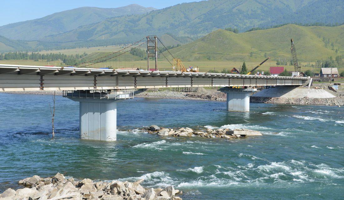 Олег Хорохордин проверил ход строительства моста в Тюнгуре