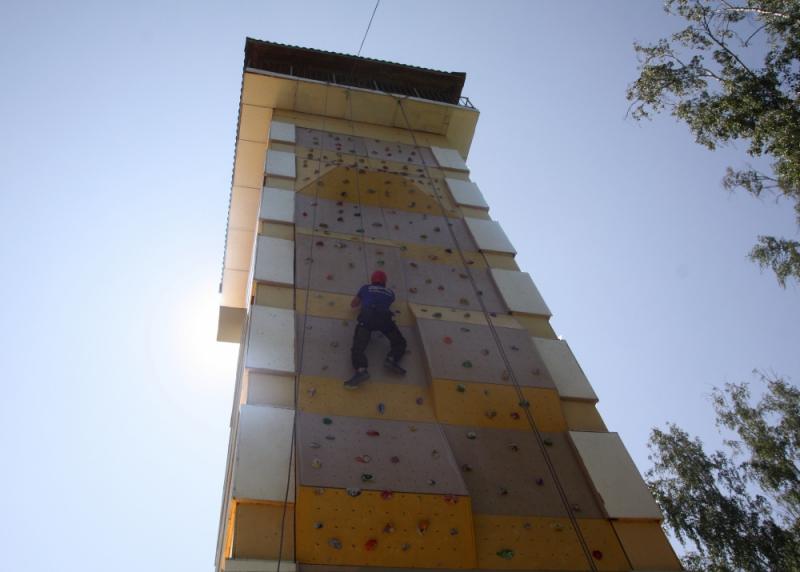 Спасатели региона построили самый высокий скалодром в Сибири