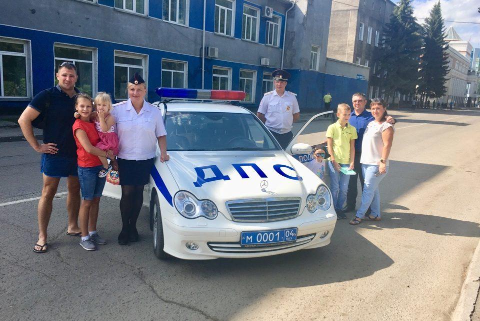 Акцию «Азбука дорожной безопасности» провели для детей сотрудники Госавтоинспекции Республики Алтай