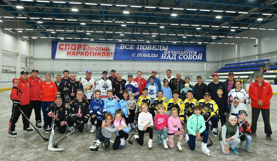 Олег Хорохордин открыл ледовый дворец «Атлант»