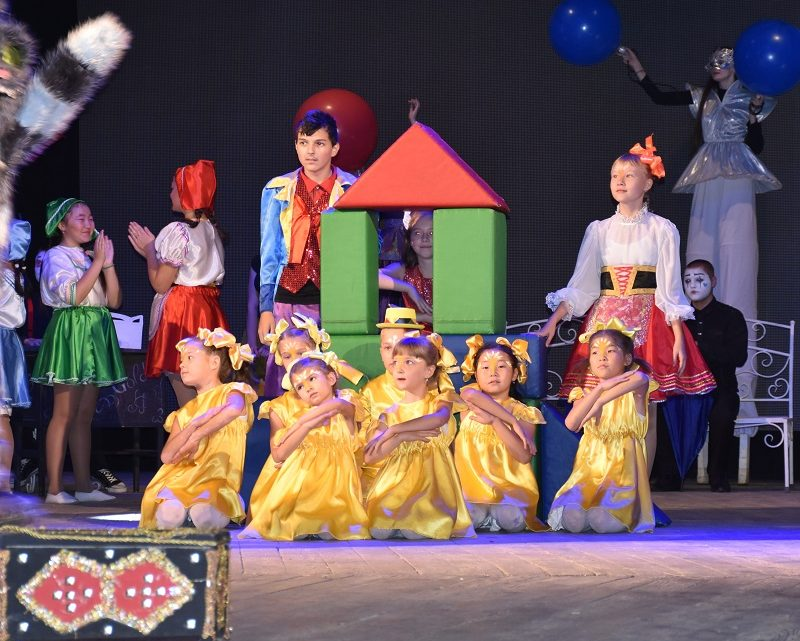 На сцене – любительские театры