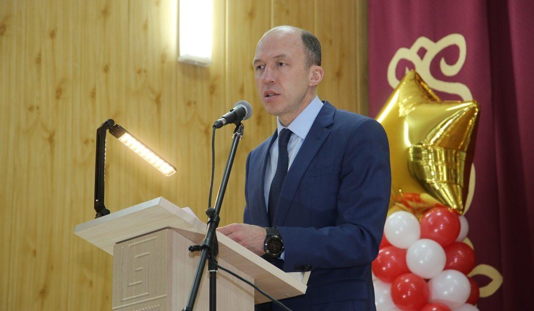 Олег Хорохордин поздравил жителей с 95-летием Онгудайского района