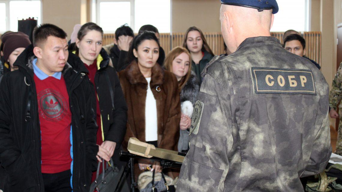 В Республике Алтай Росгвардейцы встретились со студентами