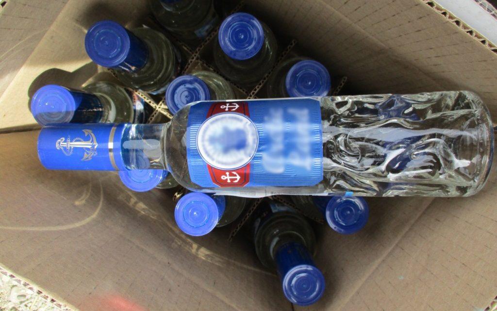 В Горно-Алтайске женщина незаконно торговала спиртным в бельевой лавке
