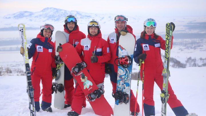 На Комсомолке проводят бесплатные мастер-классы по горным лыжам и сноуборду