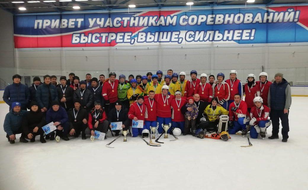 Устьканцы одержали победу в республиканских состязаниях по хоккею с мячом