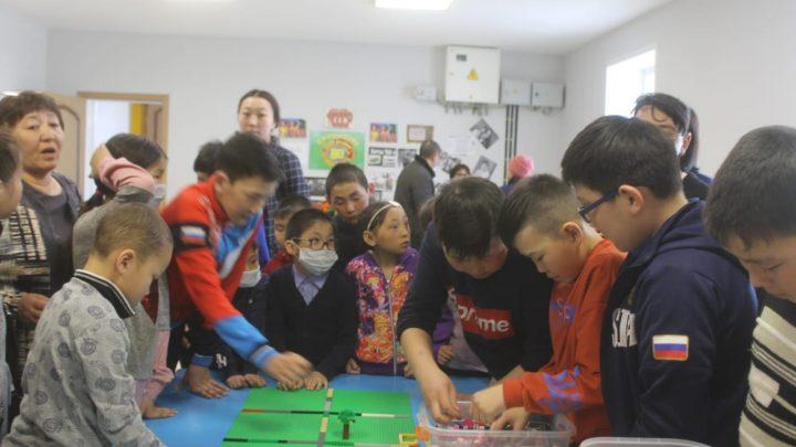 В Онгудайском районе для детей с ограниченными возможностями здоровья провели мастер-класс по конструированию