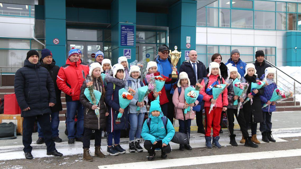 Девичья хоккейная команда «Чарас» вернулась с московского турнира в Республику Алтай с победой