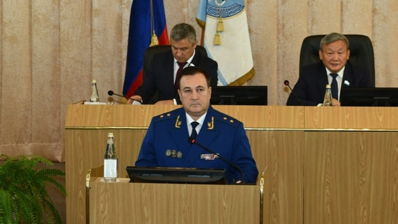 Тарифы, природоохрана и соцгарантии. Прокурор Республики Алтай выступил с докладом на сессии парламента