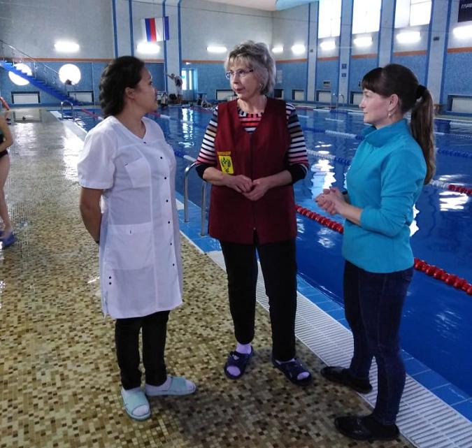 Специалисты Роспотребнадзора проверили городской бассейн и ледовый дворец «Атлант»
