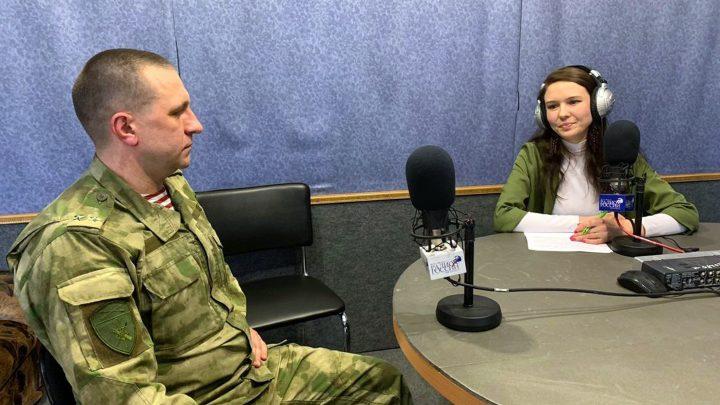 В Республике Алтай в канун профессионального праздника заместитель начальника Управления Росгвардии провел брифинг в эфире «Радио России»