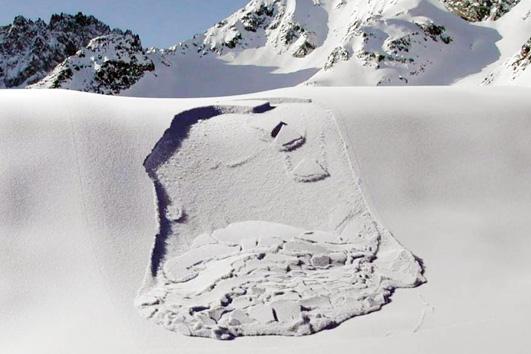 В Республике Алтай об опасности схода лавин предупреждают не только спасатели, но и сами туристы