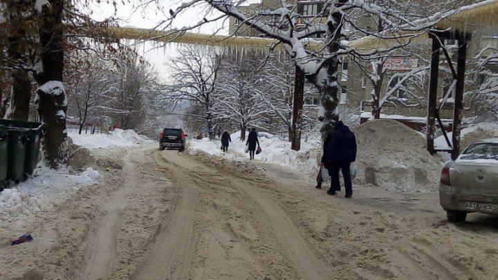 За некачественную очистку дорог от снега наказали первого зама главы горадминистрации