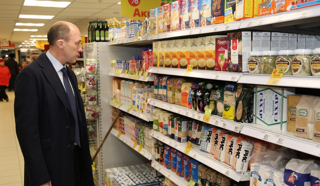 Олег Хорохордин проверил торговые точки города и провел заседание оперативного штаба по противодействию завозу и распространению коронавирусной инфекции