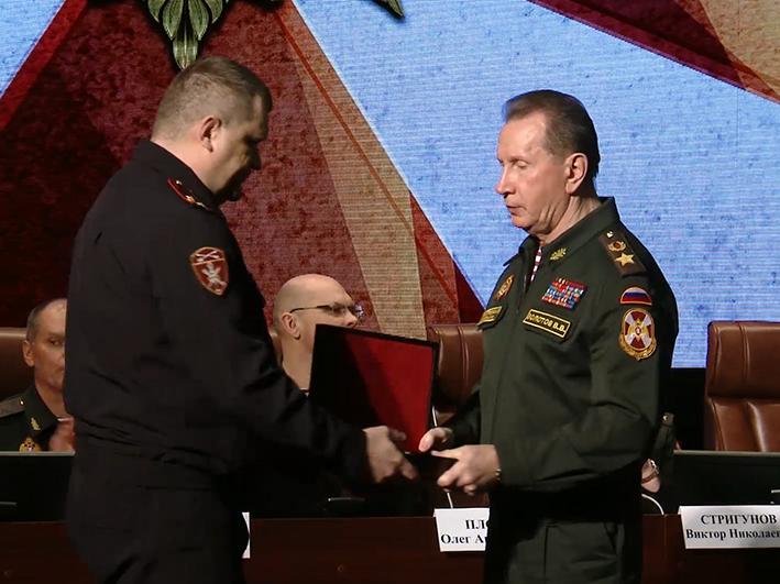 Начальник Управления Росгвардии по Республике Алтай награждён именным оружием