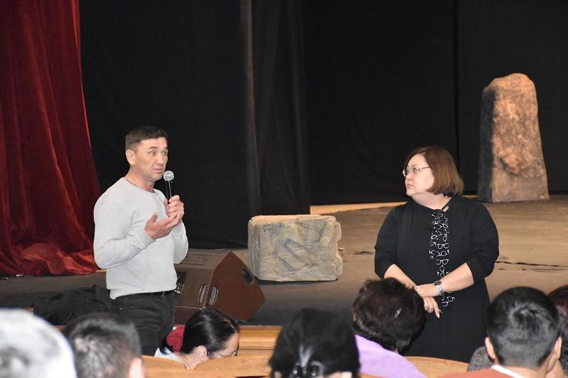 Руководство Минкультуры провело встречу с коллективом Национального театра