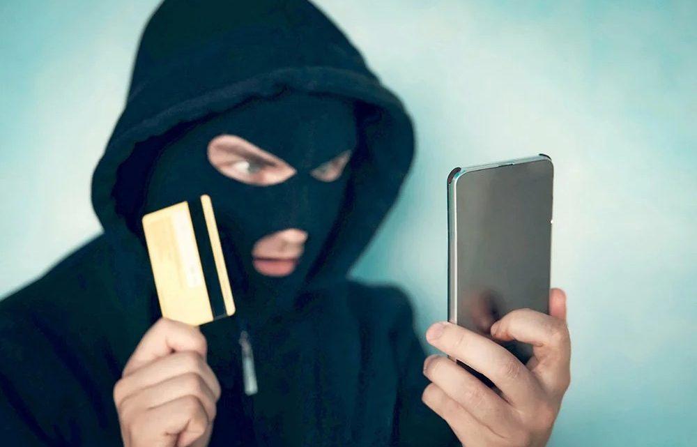 Очередная жертва мошенников в Республике Алтай лишилась почти 300000 рублей
