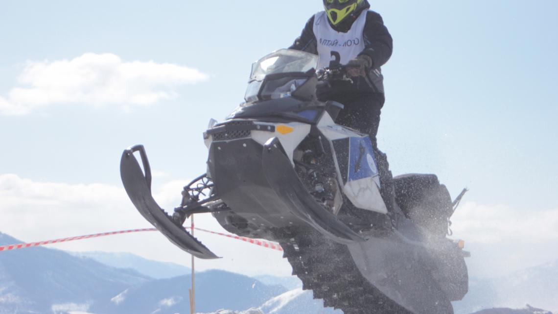 Снегоходный фестиваль «Горячий снег» прошел в Усть-Коксинском районе