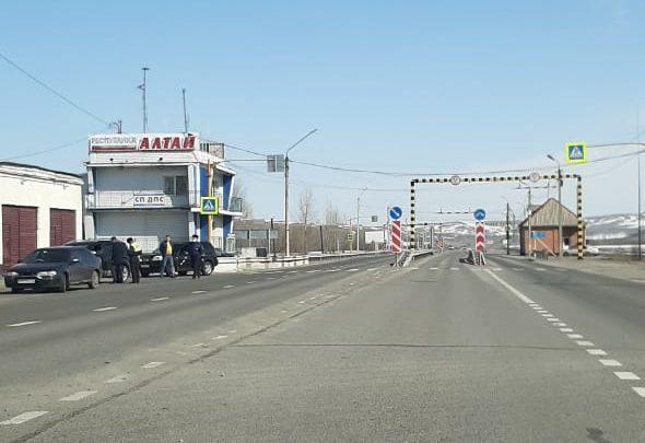 Роспотребнадзор уточняет: о своем прибытии на автотранспорте в Республику Алтай должны сообщать москвичи и питерцы